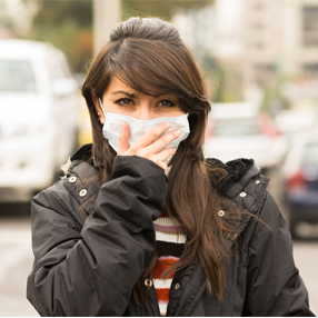 Photo person with mask preventing city pollution