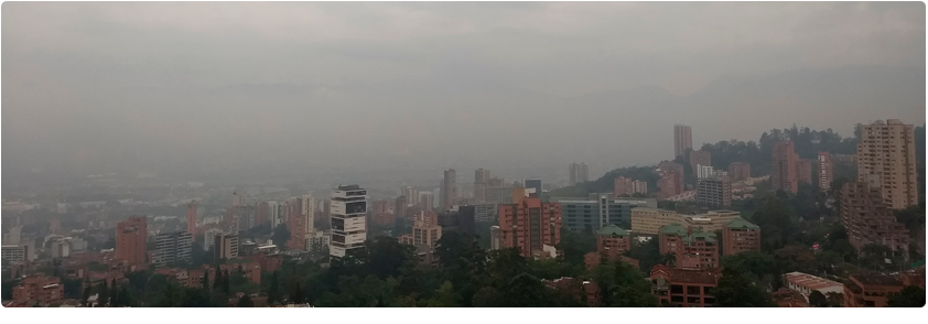 Panoramic photo of the city of Medellín where contamination is evident