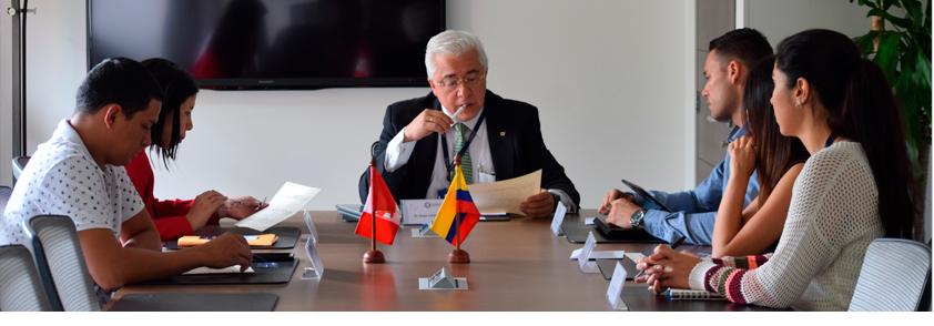 Foto de reunión del Rector Jorge Julián Osorio con integrantes del Consulado de Perú y el equipo de Internacionalización de la Universidad CES