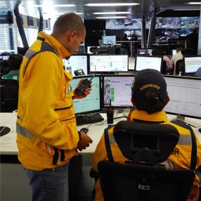 Foto equipo de línea de emergencias 123 bomberos de Medellín, operada por la facultad de Medicina de la Universidad CES