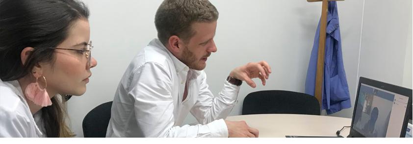 Fotografía de la atención por teleodontología