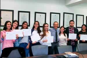 Fotografía de estudiantes beneficiados para apoyo en pago de matrículas por el Fondo de Solidaridad CES