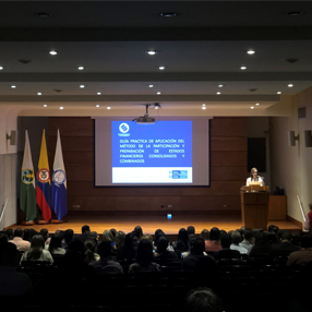 Photo of the support of the work in the Aula Máxima of the CES University