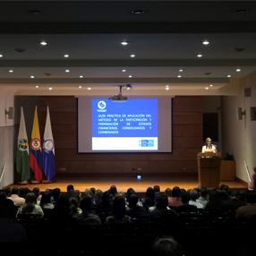 Foto de la sustentación del trabajo en el Aula Máxima de la Universidad CES