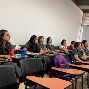 Foto de estudiantes pertenecientes a la iniciaiva de la Clínica del Dolor