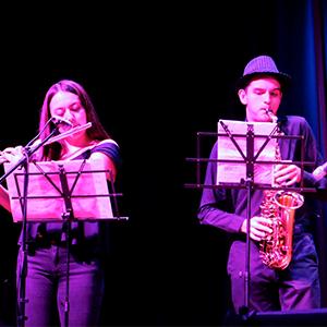 Fotografía de integrantes del grupo de jazz de la Universidad CES