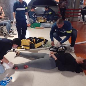 Persona herida en el simulacro de la Universidad CES