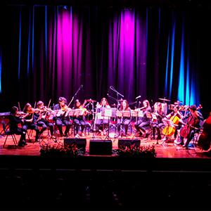 Fotografía de la orquesta de la Universidad CES