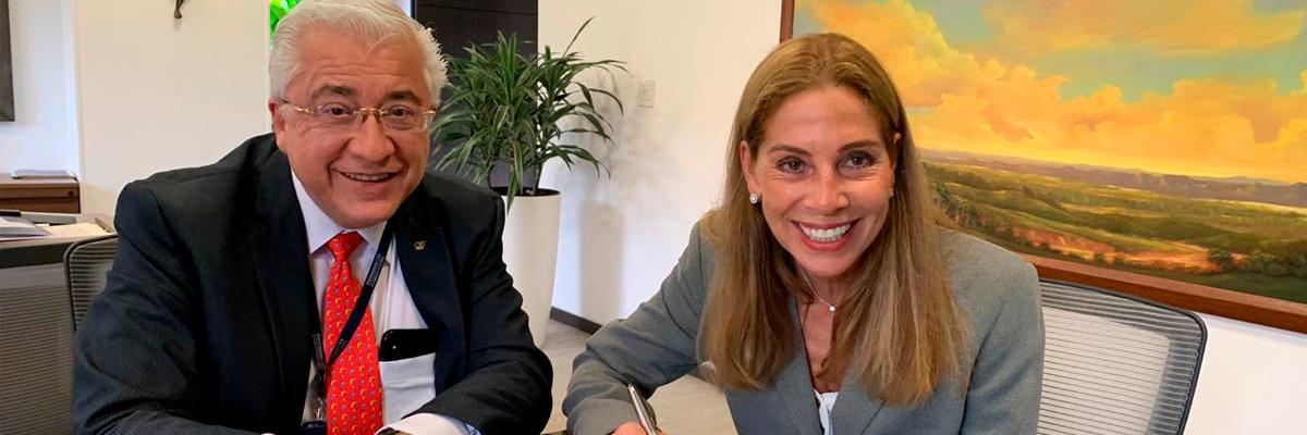 Rector y representante CELAN en la firma del convenio