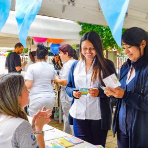 Fotografía de participantes a la Feria de Bienestar