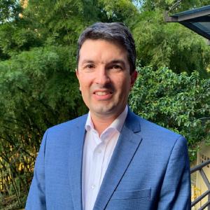Foto de Andres Trujillo, nuevo director de la clínica CES