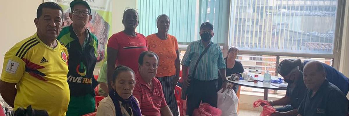 Vendedores ambulantes beneficiados con el apoyo del programa Lazos