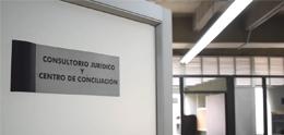 Foto de la puerta de ingreso al Consultorio Jurídico en Sabaneta