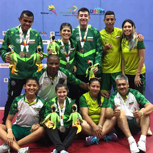 Photo of student andrés Henao with his table tennis team