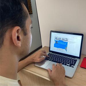 Student entering Enletrados from his computer