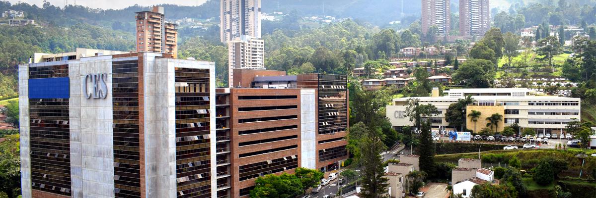 Fotografía aérea de la fachada de la Universidad CES