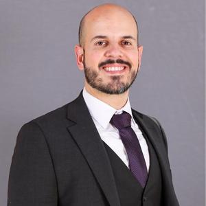 Foto del Dr. Carlos Alviar, egresado ces y Director de UCI en New York