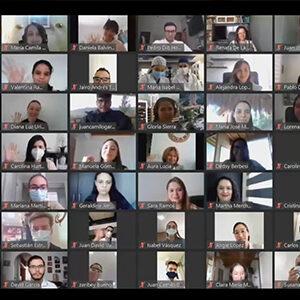 imagen de una reunión virtual con muchos participantes