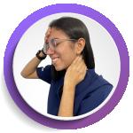 imagen de mujer con dolor en la cabeza y cuello