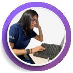 Imagen de mujer estresado frente a su computador