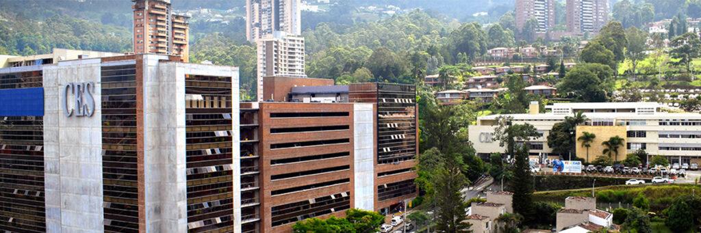 fotografía de la fachada de a Universidad CES