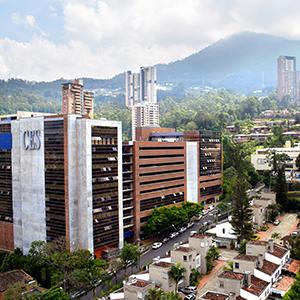 fotografía de la fachada de la Universidad CES