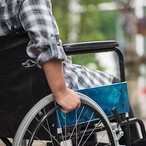 fotografía de un persona en silla de ruedas