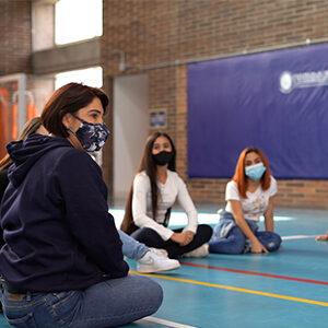 fotografía estudiantes sentados