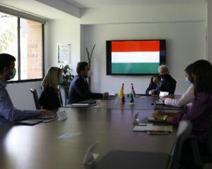 fotografía de una junta de reuniones