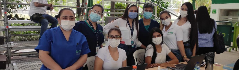 fotografía de un grupo de personas de personal medico
